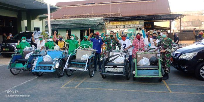 Peduli Dampak Covid-19, Abang Becak Dapat Sembako dan Masker dari Kodim 0815 Mojokerto