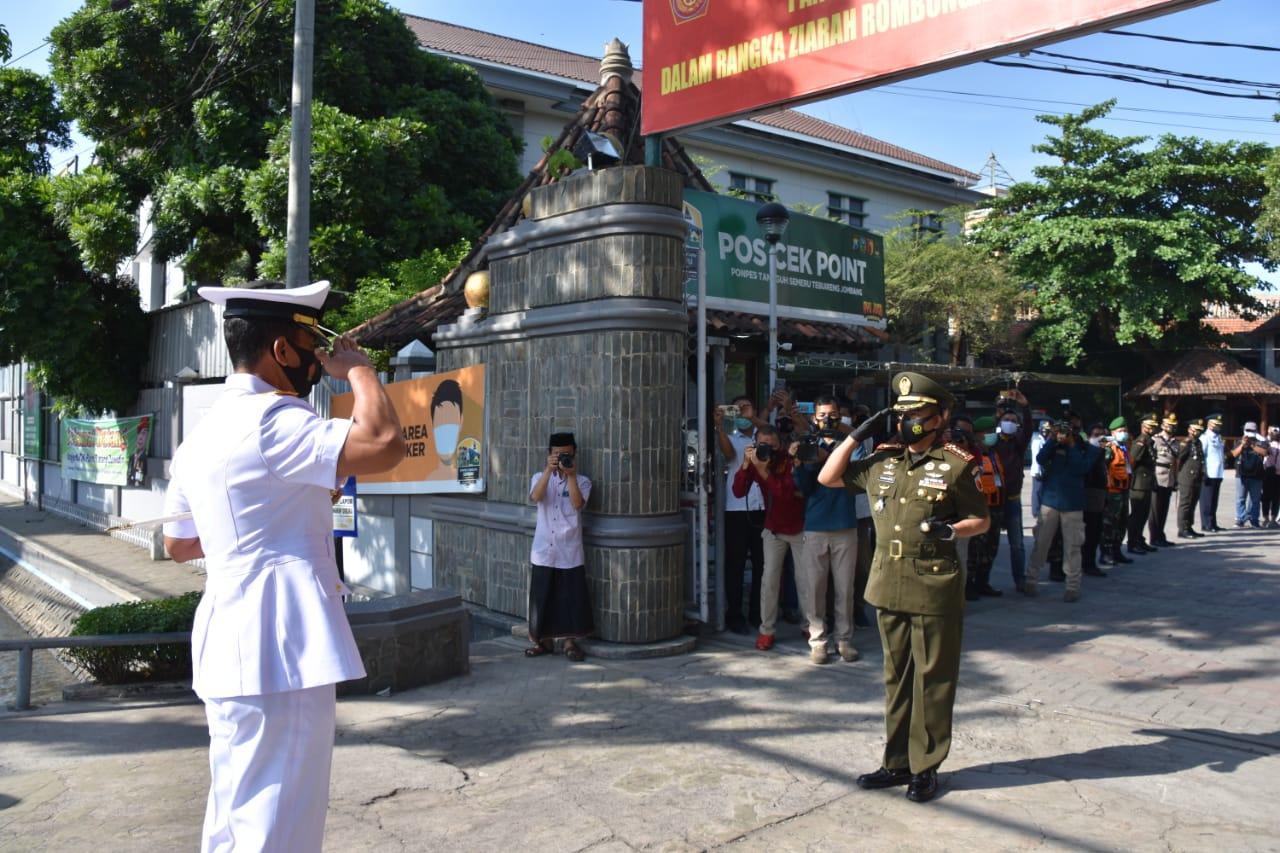 Jelang HUT TNI, Pangkoarmada 2 Ziarah ke Makam GusDur