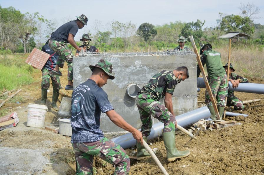 Satgas TMMD Kodim Lamongan Bangun Tandon Distribusi Air